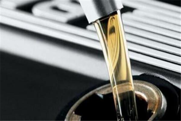 发动机润滑油提升机车性能